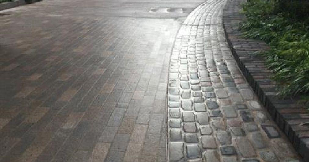 Kents slot drain system on a street